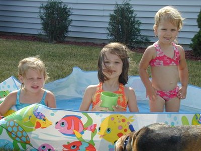Girls_in_pool_62605_2